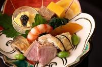春夏秋冬の旬食材が凝縮された、豪華な『季節の八寸』