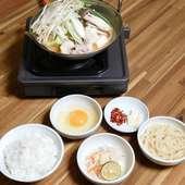 ランチ限定『ミニもつ鍋(しょうゆ)ランチセット』〆のうどんや雑炊付
