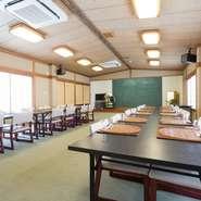 大人数の宴会にも対応する大広間の食事スペース