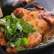 「お店自慢のメニューを安心して味わってほしい」との思いから、【江南食堂】では種類豊富なテイクアウトメニューを展開。家族や大切な人との会食に、気軽に利用してみてはいかが。