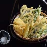 当店のオーダー率が高い隠れ人気メニュー! 料理長が厳選した県産食材を使用した沖縄天ぷら。