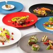 クラシックフレンチを軸に、世界各地のエッセンスを加えたオリジナルの創作フレンチを盛り付ける食器は、フランスの老舗食器ブランド「ギ・ドグレーヌ」。おいしさだけでなく見た目の美しさにもこだわっています。