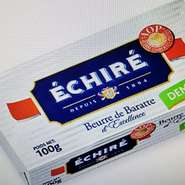 パンやエスカルゴに付けるバターは、クリーミーな口当たりと芳醇な香りが特徴の、仏エシレ村で生産される「エシレバター」を使用。また塩についても、伝統的手法で生産される天日海塩「ゲランドの塩を使っています。