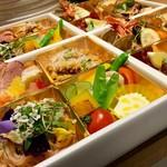 大阪ウメビーフのタリアータや南河内の旬食材をバランスよく詰めた丁度よい内容です。色鮮やかな料理は女性の集まるホームパーティーでは特に「わあ!」と喜ばれるはず♪初めてご注文お方にもおすすめです。