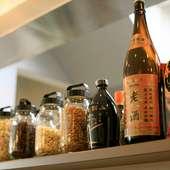 店内で使用する調味料、ラー油、ネギ油などはほぼ手づくり