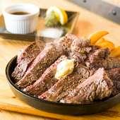 最高ランクのプライムを網焼きで。肉々しさがたまらない『アメリカンステーキ』