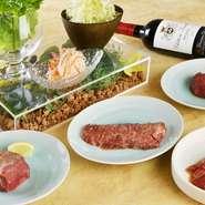さまざまな部位の焼肉とコラーゲンたっぷりのホルモン、野菜メニューと、男女ともに満足できるメニューが充実。ワインやカクテルも豊富に揃っています。普段使いから特別な日のディナーにも利用したい店。