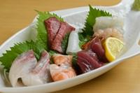 毎朝仕入れる新鮮な魚介を使用『おまかせお造り』