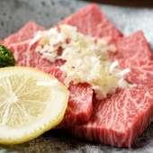 肉の旨みととろける脂身のバランスの良さが人気の『黒毛和牛上ロース』