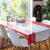 女子会や友人との食事に最適な、4名用テーブル席
