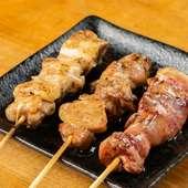 鮮度重視で仕入れた鶏肉を炭火で丁寧に焼き上げた『焼き鳥』