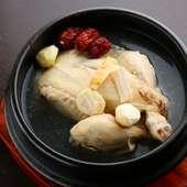 鶏肉と漢方食材を使った韓国伝統の薬膳料理『参鶏湯』