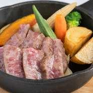 高品質な厳選黒毛和牛を50g1,400円から、とコストパフォーマンスよく味わえます。