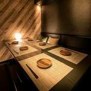落ち着いた大人の個室空間。6名~8名様までご利用可能。お席は大人数でのご宴会・2次会・飲み会など様々なシーンに対応可能です。