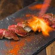 炙りユッケから熟成ローストビーフなど単品料理の肉料理から厳選された食材でご用意。
