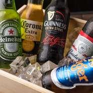 ここだけでしか飲めない珍しいビールや、みんな大好きカールスバーグやハイネケンなど種類多く!