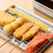 軽い食感の串カツと500円以下のドリンク1杯がセットでお得!『串カツセット』