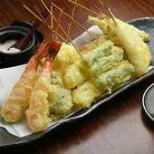 まずはコレ! 串天ぷら屋ならではのこだわりが詰まった『串天ぷら盛り合わせ おまかせ10本』