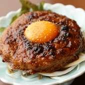 ハンバーグみたいな大きさと、コリコリ・シャキシャキの食感が楽しい『鶏なんこつ入つくね焼』