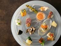 旬の食材を散りばめたお料理の数々。 名物フルーツパスタを盛り込んだ満足度の高いお任せコースです。