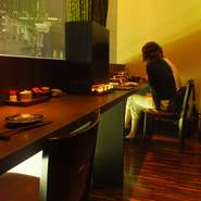 和モダンでクラシックな店内はデートにもおすすめです。窓に面した個室は人気ですので、ご予約ください。