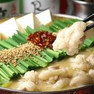 人気No.1看板鍋。西京味噌の上品な香りとコクが人気の秘密。