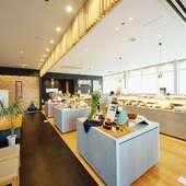 定番から季節の限定品まで、幅広い和菓子を購入可能