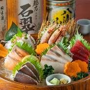 北海道や三陸沖、玄界灘など日本各地で水揚げされる海の幸を満喫できます。信頼のおける業者が目利きする旬魚は、新鮮且つ脂もしっかりと乗っています。