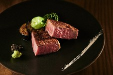 当店人気の「和牛タンステーキロゼ」を加えた特選コース。メインはブランド和牛を食べ比べていただきます。