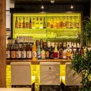 店主はワインアドバイザー・唎酒師の資格を持つ料理人。中華と好相性のワインを店内のセラーに取り揃え、1000円台のボトルが多いなど、嬉しい高コスパ。和歌山の日本酒や梅酒、焼酎など、他のお酒も豊富です。