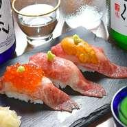やわらかな山形牛カルビの炙り寿司に、たっぷりのウニやイクラを乗せた贅沢なメニュー。バーナーを使ってゲストの目の前で炙って仕上げる一品は、鼻をくすぐる香りも相まって、格別の味わいです。