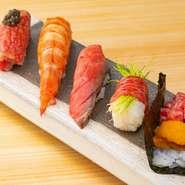 コースの中盤で提供される肉寿司。お肉の鮮度と良質さを活かしたものに旬の海の幸を交えたものなど、定番・変化球も取り入れたバリエーション多彩な肉寿司でゲストを魅了してくれます。