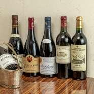フランスの有名醸造地はもちろん、世界中から集めたワインは130種以上を用意。各国の代表銘柄を集約しつつ、和のテイストを感じさせる料理に合わせて、日本の銘柄も充実しています。ペアリングでも楽しめます。
