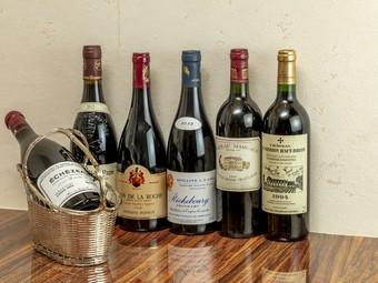 ソムリエ厳選のワインは世界中から130種以上がオンリスト