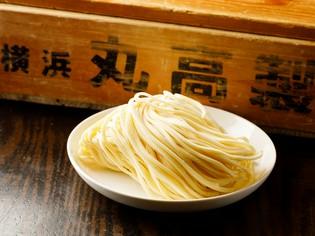 横浜「丸高製麺」のこだわり中太ストレート麺