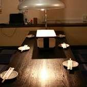 落ち着いた雰囲気の店内は、半個室テーブル席、座敷は3卓。