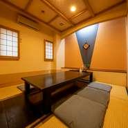 店内は全160席。多彩な個室空間を用意しており、ニーズに合った部屋を用意できます。接待から家族のお祝いごとに法事まで、ビジネス・プライベート問わず活躍してくれます。