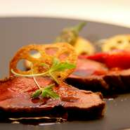 アミューズ・冷前菜・温前菜・スープ・パン・魚料理・肉料理・〆のごはんもの・デザートをフルコースでお楽しみ頂けます。ぜひご堪能下さい。