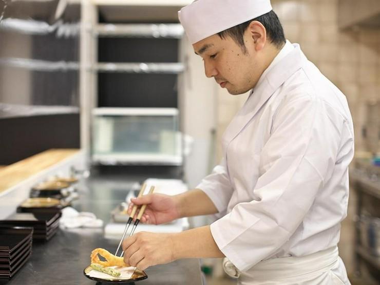 自らの想いを込めた料理をつくり、客人へ縁を結んでいく