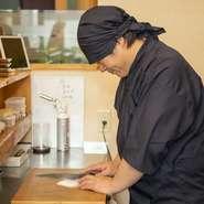 「居心地良く過ごしていただくため、店内は常に清潔に保てるようにしています」と語る松田氏。おいしい料理を提供するのはもちろんのこと、店内の清掃にも注力しています。