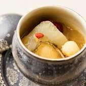 鰹とスッポンのだしで上品な味わいに仕上げた『美肌スープ』