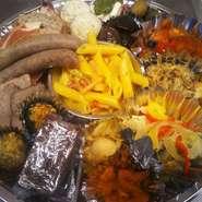 洋風前菜がたっぷり詰まったSORAの特製オードブル! 2人前より承っております。 目安:15~18品/1人前2500円~