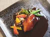 柔らかな豚肉で提供するお店オリジナルの『名物 黒酢の酢豚』