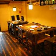 恵比寿駅西口から少し坂を上った、閑静なところにある小料理屋の【和食おやまだ】。こじんまりとした店内は、温かみのある照明でとても落ち着いた雰囲気。ゆっくりとした時間をお過ごしいただけます。