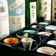 料理と抜群に合う日本酒を厳選して全国各地から取り寄せているので、その相性の虜になること間違いなし。味のこだわりやお料理に合う最高の日本酒を大将が絶妙なチョイスでおすすめいたします。
