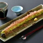 日本一の長さを誇る大長なすの一本焼きです。超ド級45センチクラスのふわふわホクホクの焼き茄子。2~3人でどうぞ。