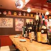 昭和60年代をモチーフにした、レトロで懐かしい雰囲気の店内