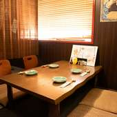 カジュアルな接待や会食にも利用可能。簾で仕切れる座敷席