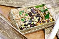 高級備長炭で焼き上げる地鶏串と鶏の旨味を最大限に引き出すことを追求した鶏そぼろご飯をご堪能下さい。※商品はイメージ写真です。