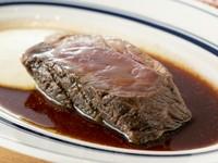 3日間かけて調理。食べ応えを重視した『「極厚」ローストビーフ 100g』